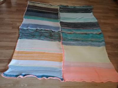 Finished scrap blanket made using knitting machine